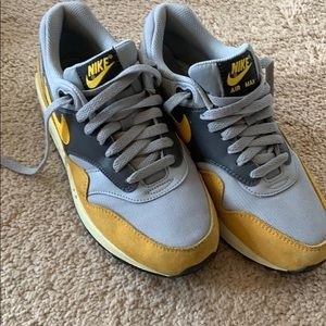 Mike Air Max Grey and Gold